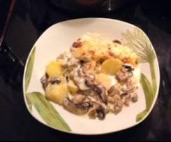 Kartoffelauflauf mit Pilzen in Schmelzkäsesoße