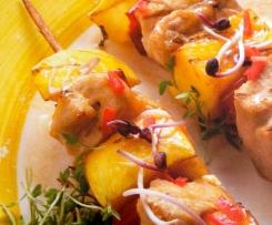 Grillspieße mit Hühnerbrust und Pfirsich