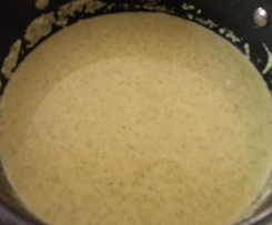 Brokkolicremesuppe mit Kokosmilch