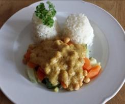 Gemüse mit Kichererbsen, Reis und Erdnußsoße (vegan)