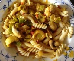 Champignon-Lauch-Gemüse zu Nudeln