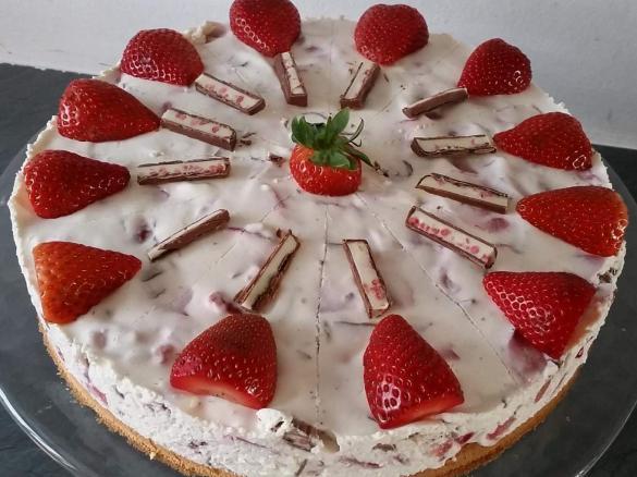 Erdbeer Yoguretten Torte Von Anntesch Ein Thermomix Rezept