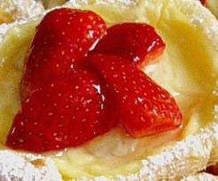 Blätterteig mit Erdbeeren und Pudding