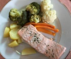 Lachs mit Dillsauce und Gemüse