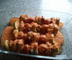 Fisch-Tomaten-Spieße mit Kartoffeln und Paprikasoße