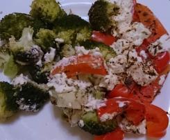 Feta / Schafskäse mit verschiedenem Gemüse (z.B. Brokkoli, Paprika etc.)