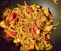 Gebratene Spaghetti mit Huhn