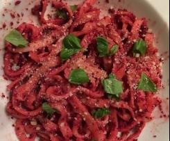 Tagliatelle mit rote Beete Pesto