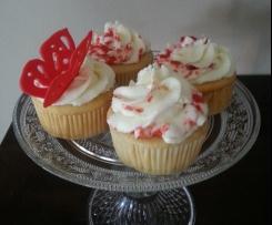 Cupcake mit Erdbeerkern