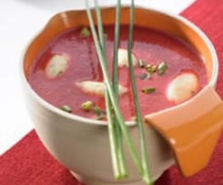 Rote-Bete-Cremesuppe mit Meerrettich-Klößchen